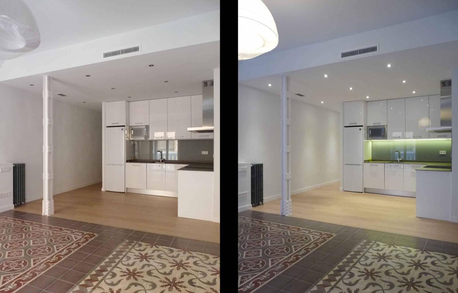 El cambio de techos en espacios tan diáfanos ayuda a zonificar y combinar diferentes tipos de iluminación.