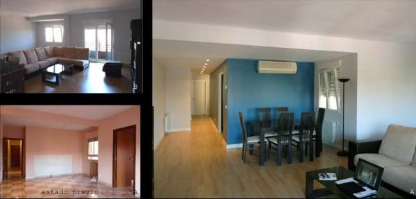 la cocina comunica con el salón a través de una puerta de paso doble.