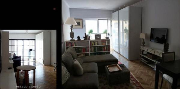 En la zona de estar cebe un sofá amplio y la zona de dormitorio.